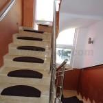 Трехэтажный дом в пригороде Бара - Полье Лестница внутри дома