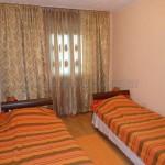 0232 Трехкомнатная квартира с видом на море спальня 2