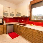 Комфортабельный дом с тремя спальнями кухня