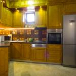 Роскошный апартамент в загородном доме кухня