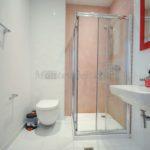 Современная студия в Будве Ванная комната