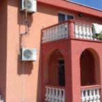 Двухэтажный дом в Старом Баре Вход