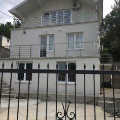 Дом с апартаментами в управление
