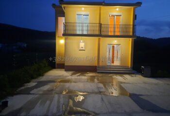 Новый дом в пригороде Бара