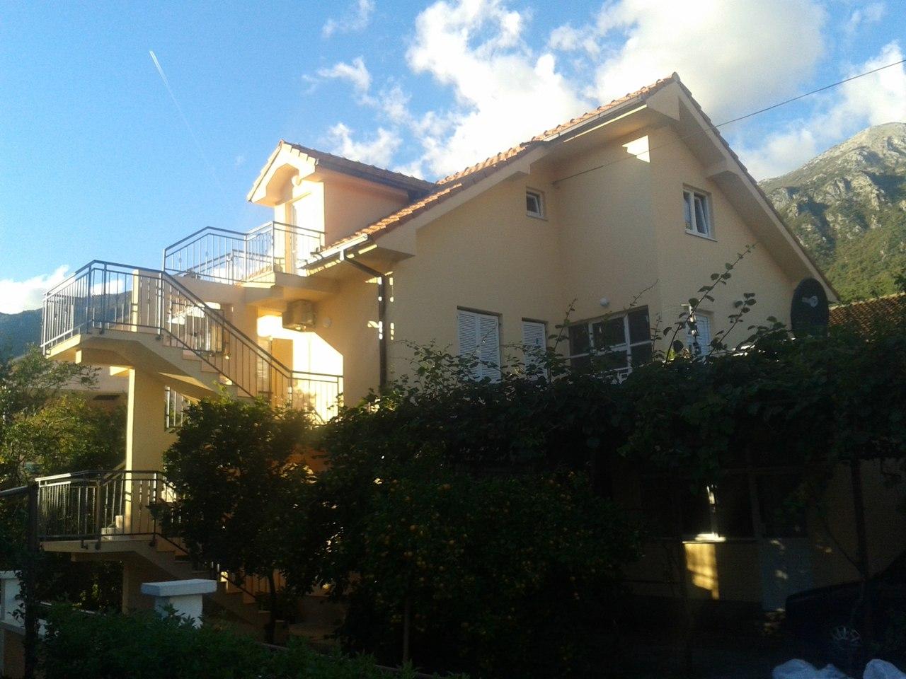 Двухэтажный дом в Зеленике