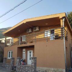 Двухэтажный дом в пригороде Шушань